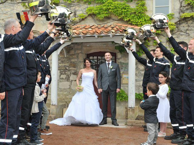 Le mariage de Jean et Elodie à Coulonges-sur-l'Autize, Deux-Sèvres 23