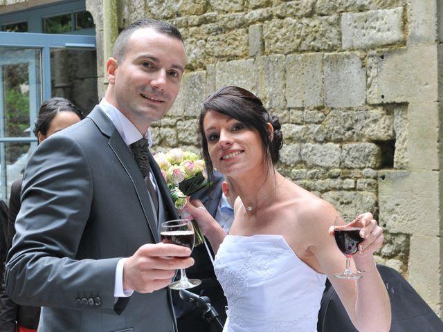 Le mariage de Jean et Elodie à Coulonges-sur-l'Autize, Deux-Sèvres 27