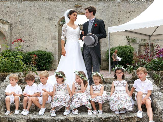 Le mariage de Pierre et Laure à Saint-Pierre-des-Échaubrognes, Deux-Sèvres 18