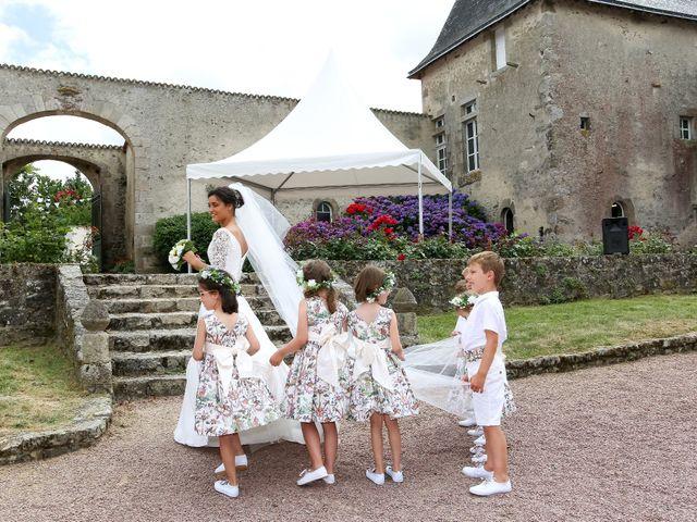 Le mariage de Pierre et Laure à Saint-Pierre-des-Échaubrognes, Deux-Sèvres 20