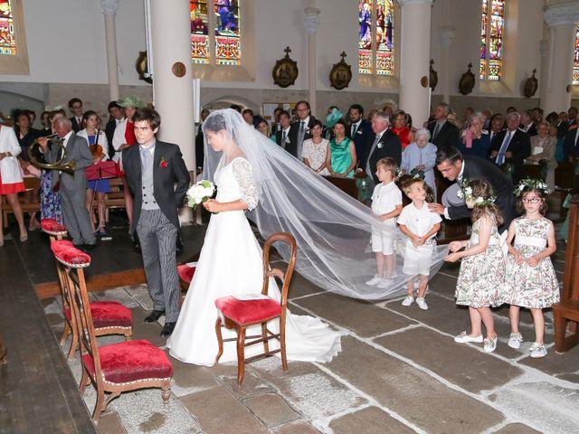 Le mariage de Pierre et Laure à Saint-Pierre-des-Échaubrognes, Deux-Sèvres 23