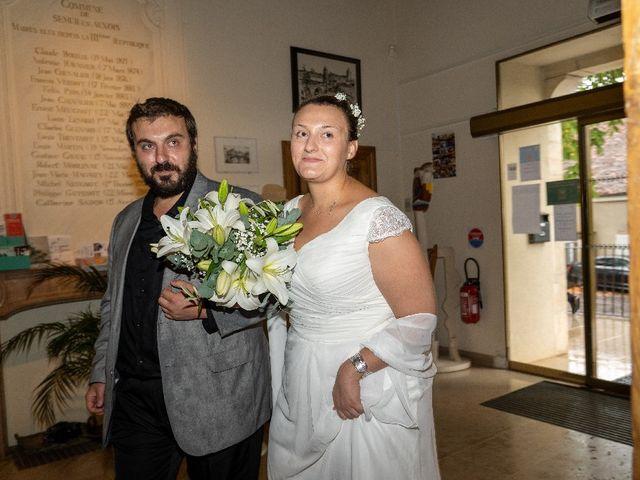 Le mariage de Emilie et Victoria à Semur-en-Auxois, Côte d'Or 4