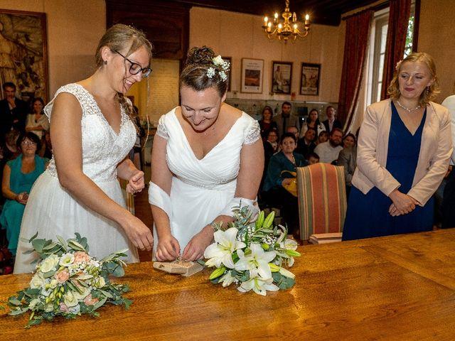 Le mariage de Emilie et Victoria à Semur-en-Auxois, Côte d'Or 9