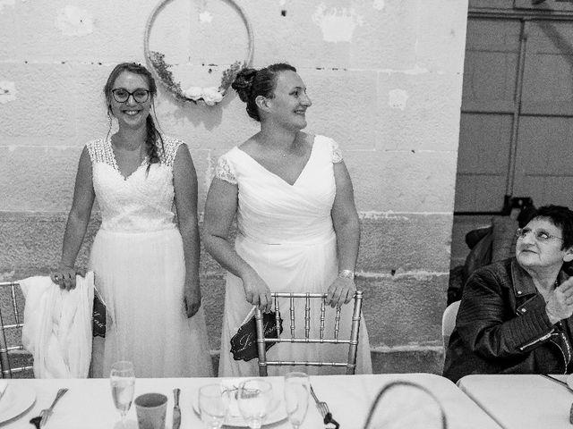 Le mariage de Emilie et Victoria à Semur-en-Auxois, Côte d'Or 31
