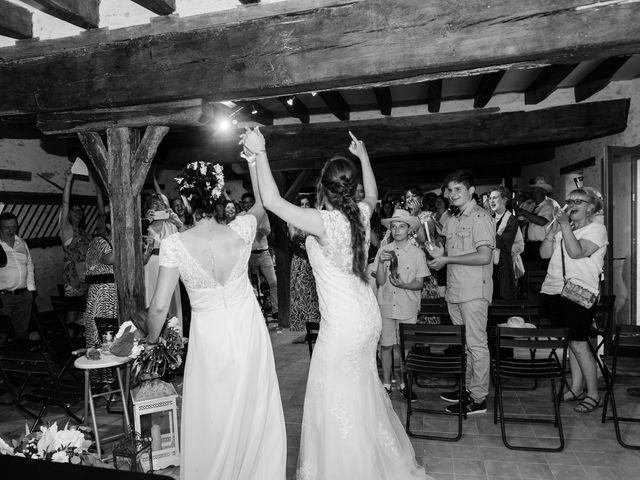 Le mariage de Maeva et Julie à Vendoeuvres, Indre 25