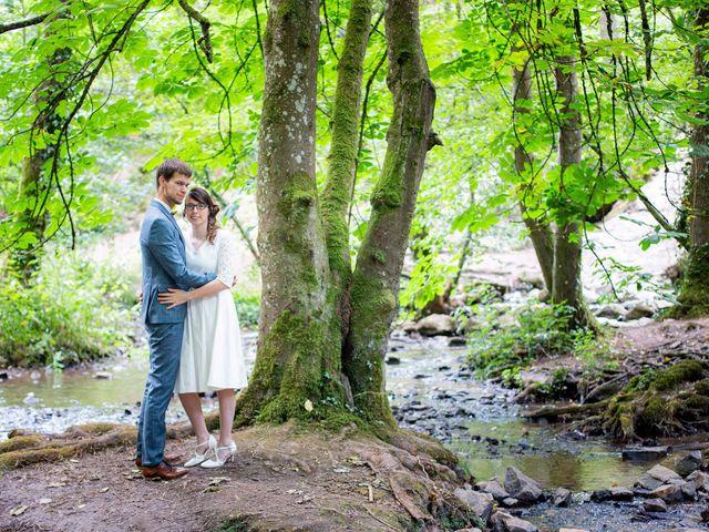 Le mariage de Damien et Hélène  à Le Mesnil-Mauger, Calvados 1