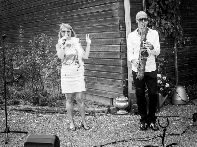 Le mariage de Damien et Hélène  à Le Mesnil-Mauger, Calvados 20