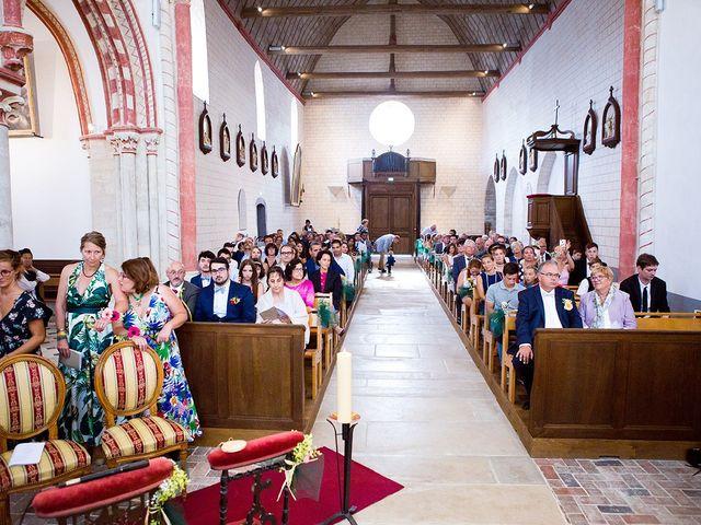Le mariage de Romain et Célia à Le Châtelet-en-Brie, Seine-et-Marne 339