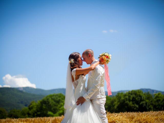 Le mariage de Arno et Emilie à Châteaudouble, Drôme 10