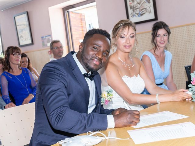 Le mariage de Rahim et Isabelle à Reignier, Haute-Savoie 3