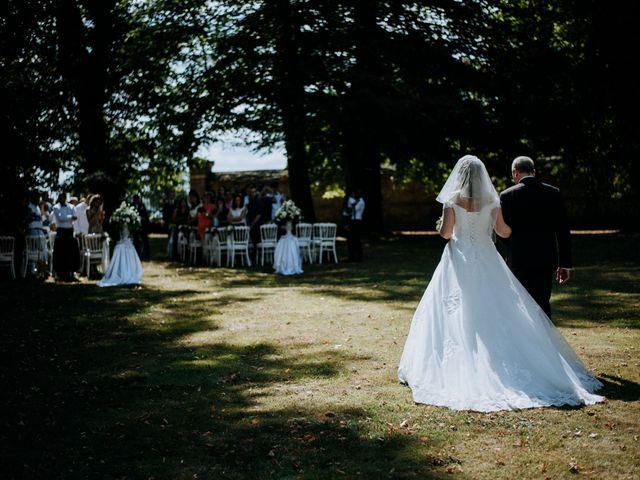 Le mariage de Anthony et Charlène à Lyons-la-Forêt, Eure 16