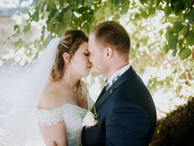 Le mariage de Anthony et Charlène à Lyons-la-Forêt, Eure 59