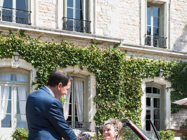 Le mariage de Damien et Amandine à Guéreins, Ain 8