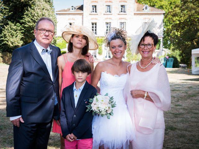 Le mariage de Damien et Amandine à Guéreins, Ain 35