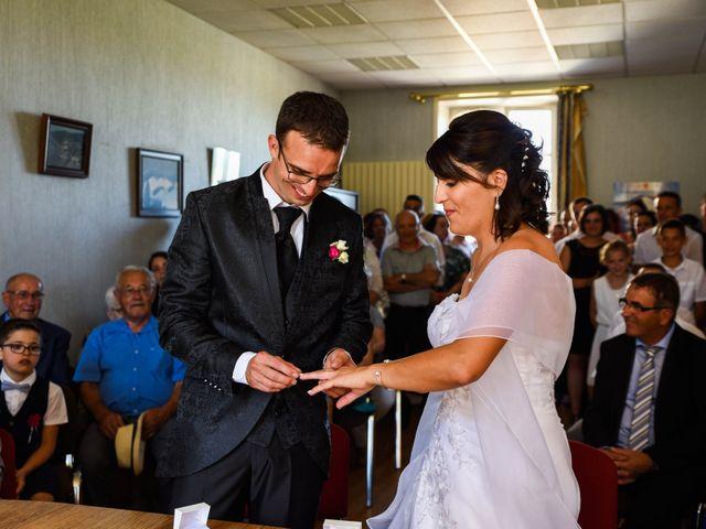 Le mariage de Romain et Severine à Beaujeu, Rhône 23