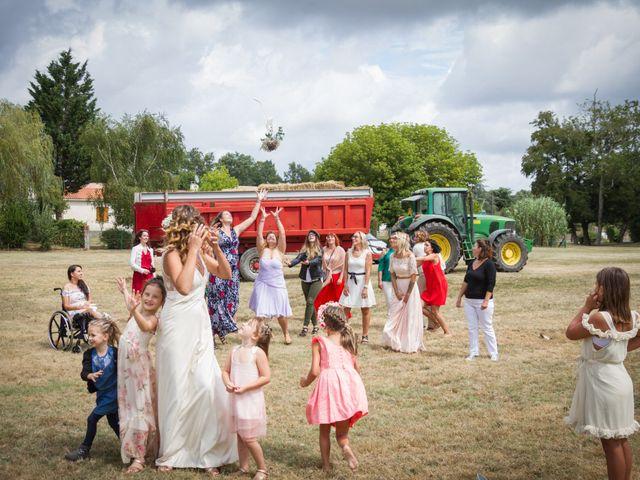 Le mariage de Steeve et Lucie à Saint-Hilaire-du-Bois, Charente Maritime 59