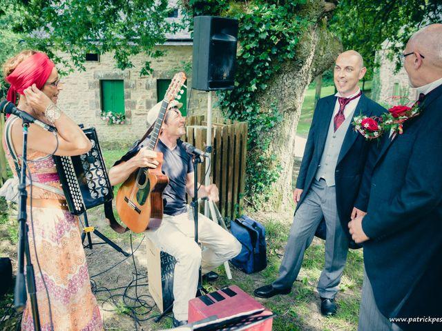 Le mariage de Yves et Martial à Saint-Jacut-les-Pins, Morbihan 21