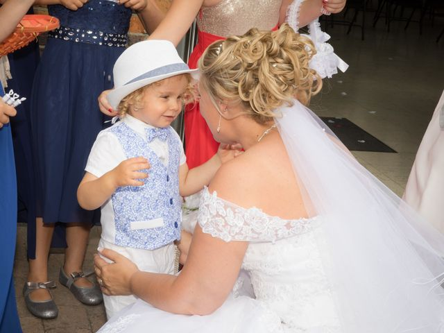 Le mariage de Benjamin et Sylvie à Wambrechies, Nord 29