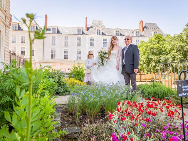 Le mariage de Adrien et Ophélie à Blois, Loir-et-Cher 11