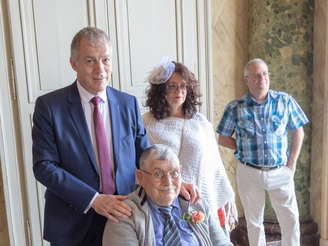 Le mariage de Adrien et Ophélie à Blois, Loir-et-Cher 14