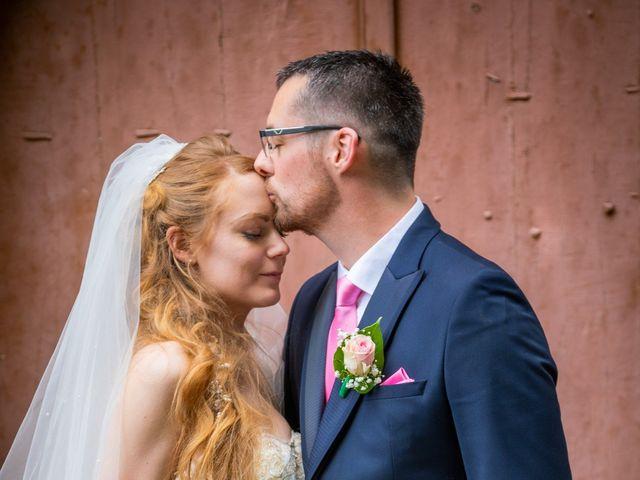 Le mariage de Adrien et Ophélie à Blois, Loir-et-Cher 32