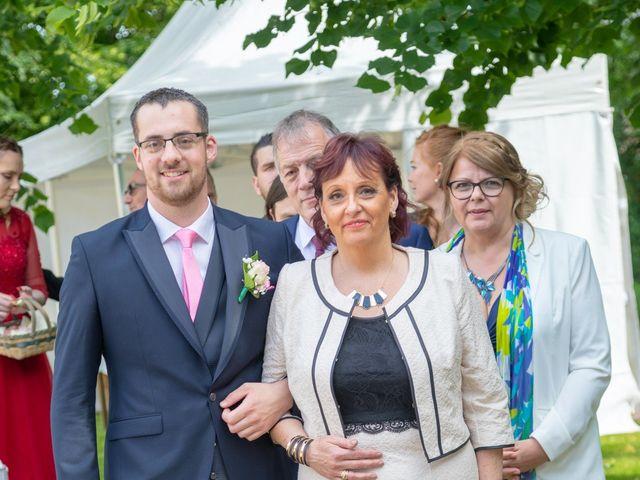 Le mariage de Adrien et Ophélie à Blois, Loir-et-Cher 40