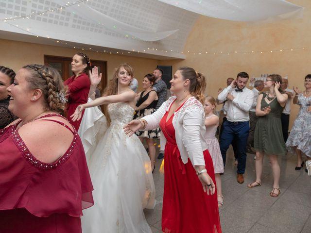 Le mariage de Adrien et Ophélie à Blois, Loir-et-Cher 95