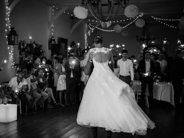 Le mariage de Arnaud et Amandine à Champigné, Maine et Loire 80