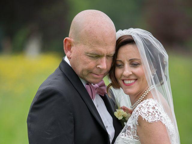 Le mariage de Mark et Natalia à Radepont, Eure 44