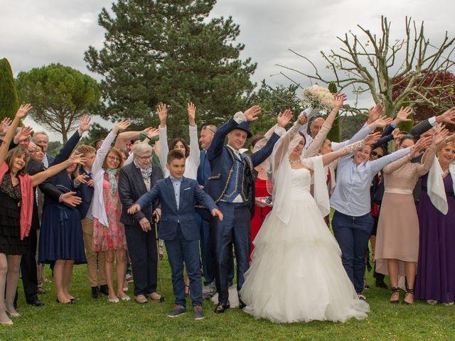 Le mariage de Yoann et Eva à Crillon le Brave, Vaucluse 18