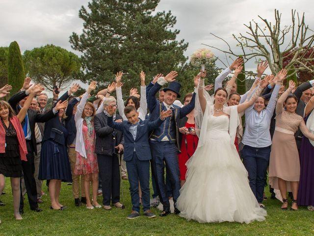 Le mariage de Yoann et Eva à Crillon le Brave, Vaucluse 21