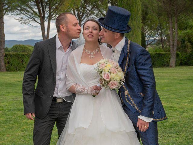 Le mariage de Yoann et Eva à Crillon le Brave, Vaucluse 32