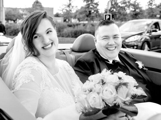 Le mariage de Camille et Émeline à Roost-Warendin, Nord 38