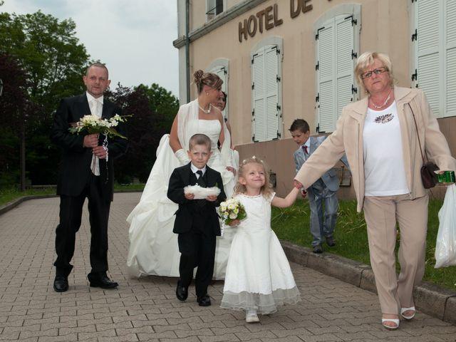 Le mariage de Michael et Jessica à Petite-Rosselle, Moselle 236