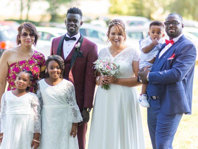 Le mariage de Célia et Oumar à Charvieu-Chavagneux, Isère 20