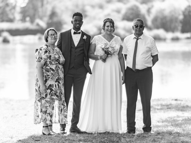 Le mariage de Célia et Oumar à Charvieu-Chavagneux, Isère 21