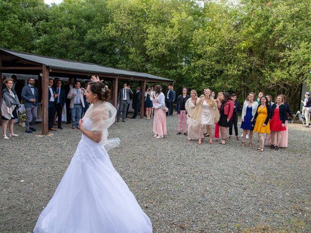 Le mariage de Camille et Bérénice à Laigné-en-Belin, Sarthe 13