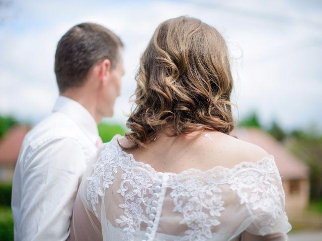 Le mariage de Cyrille et Magali à Champlive, Doubs 12