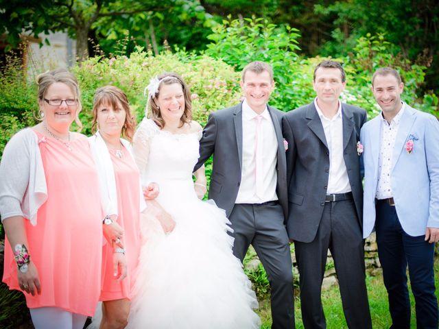 Le mariage de Cyrille et Magali à Champlive, Doubs 16