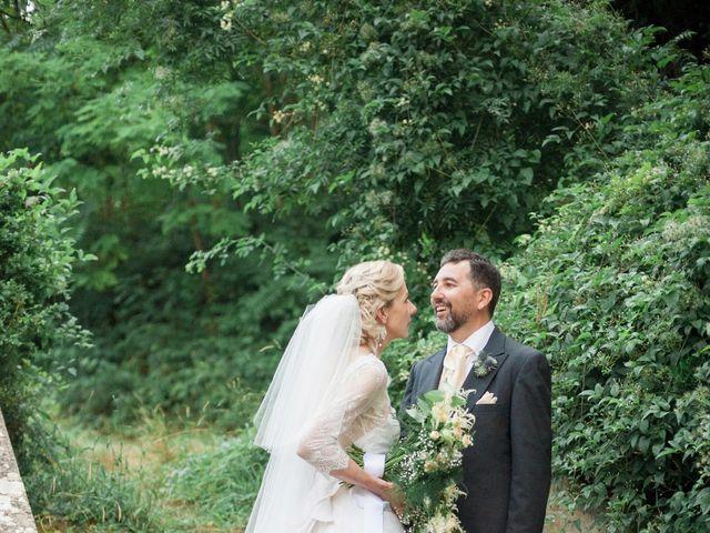 Le mariage de Gilles et Lindsay à Puycelci, Tarn 46