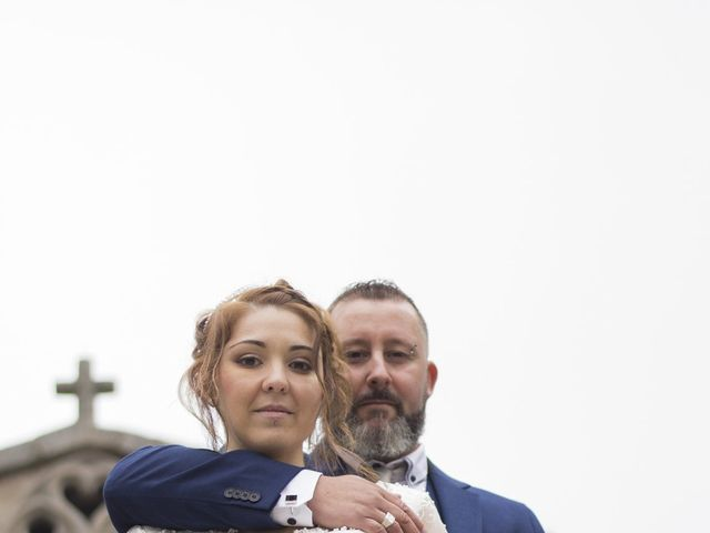 Le mariage de Fabrice et Sarah à Chambles, Loire 3