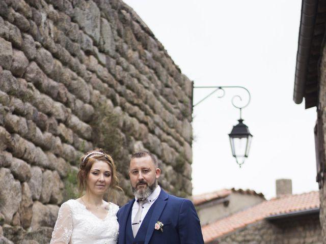 Le mariage de Fabrice et Sarah à Chambles, Loire 4