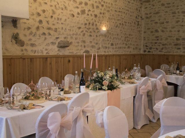 Le mariage de Fabrice et Sarah à Chambles, Loire 2