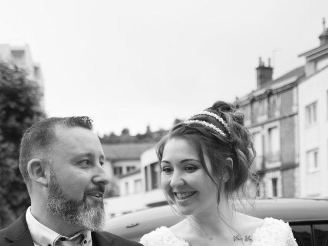 Le mariage de Fabrice et Sarah à Chambles, Loire 9
