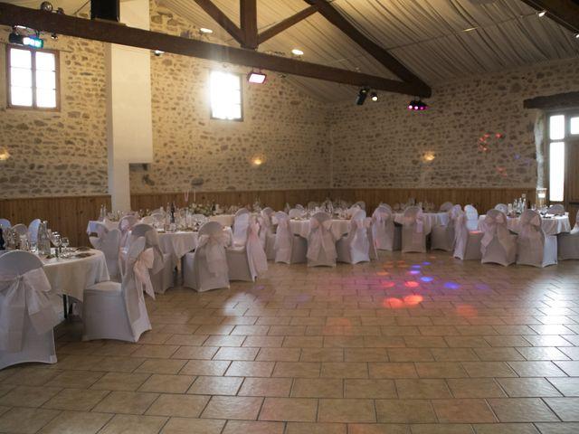 Le mariage de Fabrice et Sarah à Chambles, Loire 14