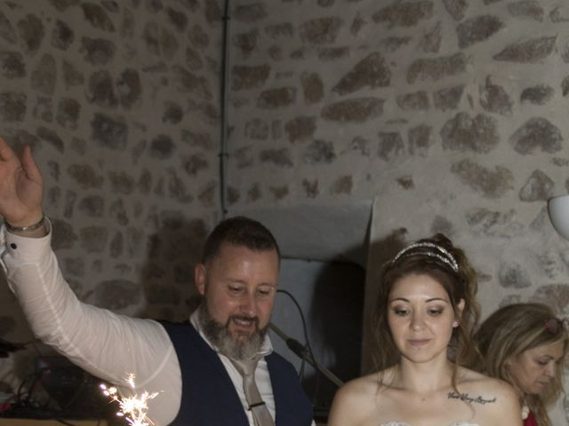 Le mariage de Fabrice et Sarah à Chambles, Loire 15