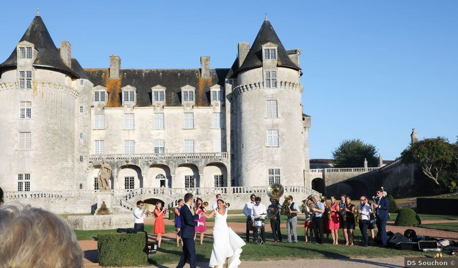Le mariage de Rémi et Marie-Charlotte à Saint-Porchaire, Charente Maritime