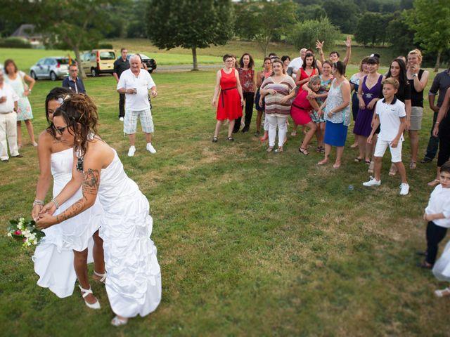 Le mariage de Laura et Jessica à Argentat, Corrèze 10