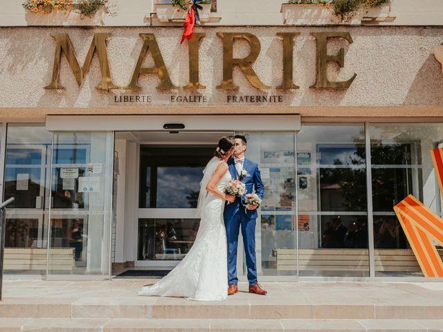 Le mariage de Julien et Tiphaine à Chambles, Loire 32