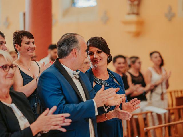 Le mariage de Julien et Tiphaine à Chambles, Loire 44